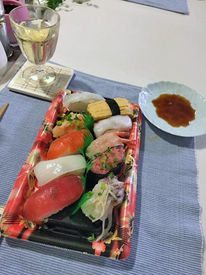 160209火曜市の握り寿司10貫.jpg