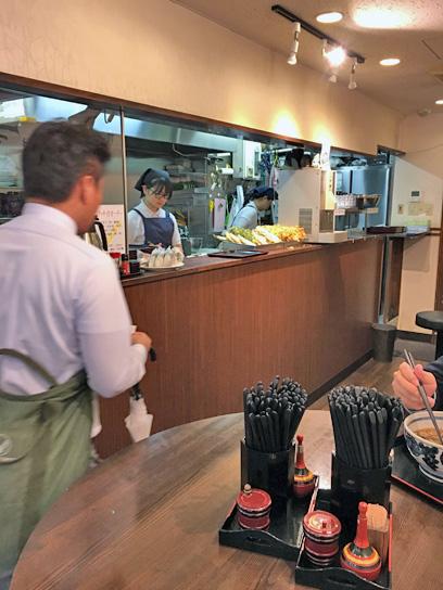 171020たすけ八重洲店内厨房.jpg