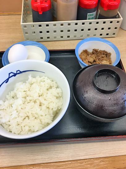 180521松屋錦糸町南朝玉子かけご飯牛皿1.jpg