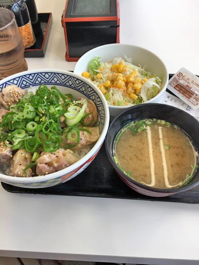 180529吉牛豊洲ねぎ塩鶏丼セット1.jpg