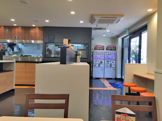 150227太郎新川店内2.jpg