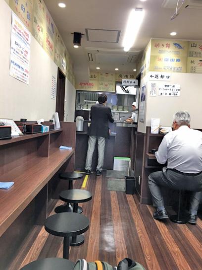 170418そばよし京橋店内厨房.jpg