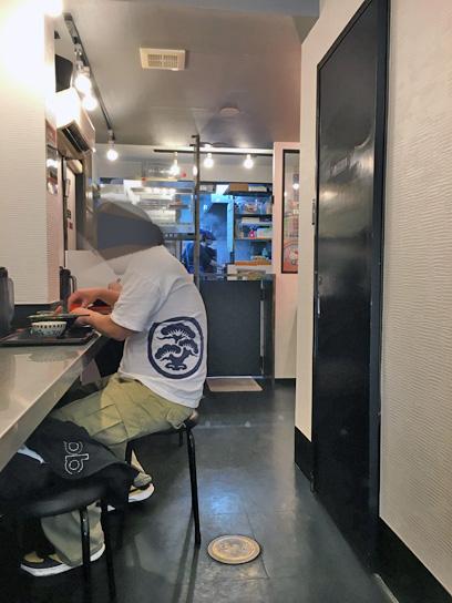 180403りっちゃん神保町店内厨房.jpg