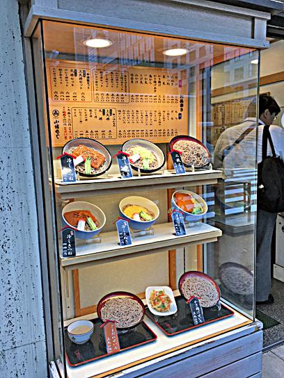 180508小諸虎ノ門ウインドウディスプレイ.jpg