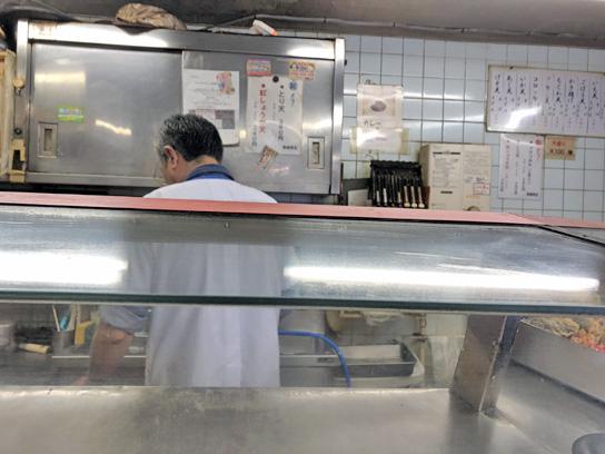 190502スエヒロ厨房作業中.jpg