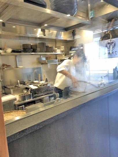190525小諸茅場町厨房美形2.jpg
