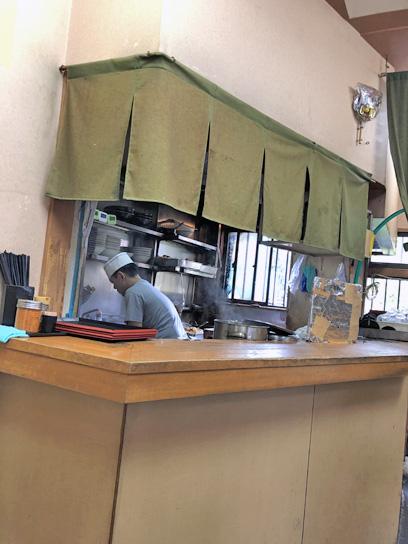 190621亀島厨房作業中2.jpg