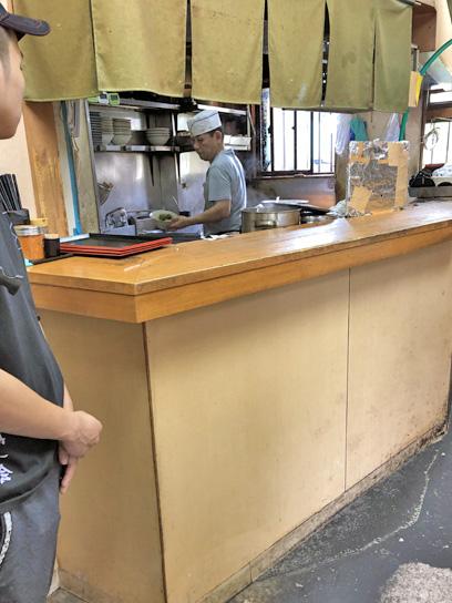 190621亀島厨房作業中3.jpg